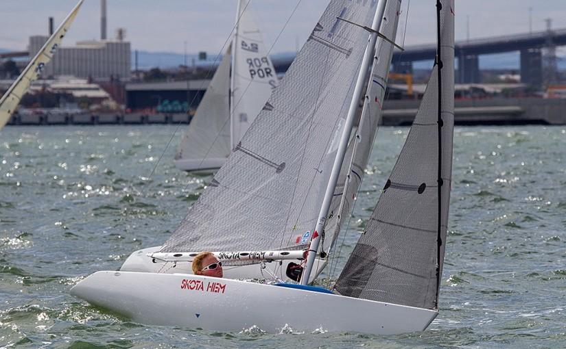 Ung seglartjej på väg mot Paralympics i Rio 2016