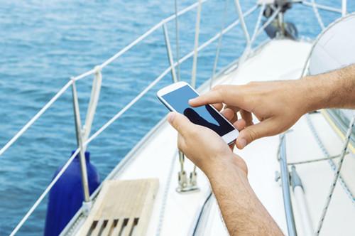 Båtlivsundersökning visar att yngre oftare navigerar med telefonen