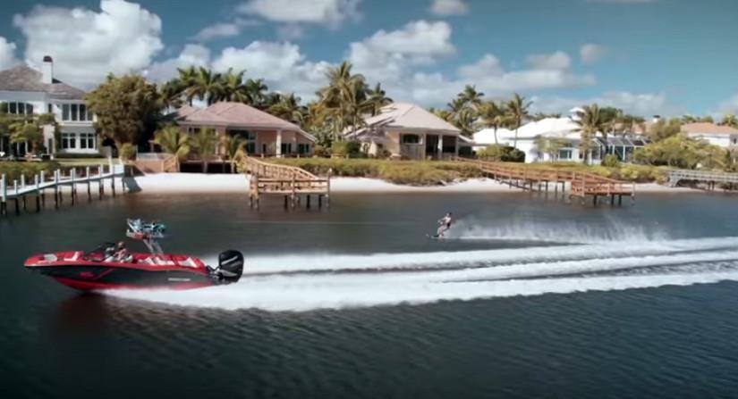 Kraftfull MasterCraft dragbåt för vattensport