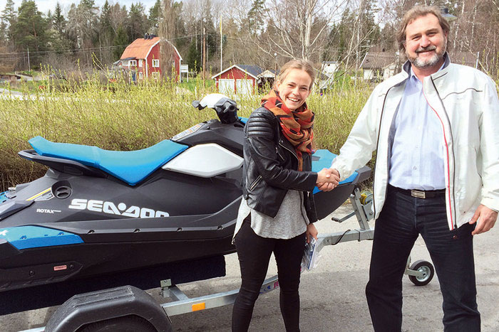 Svedea gav Hanna en sprillans ny vattenskoter