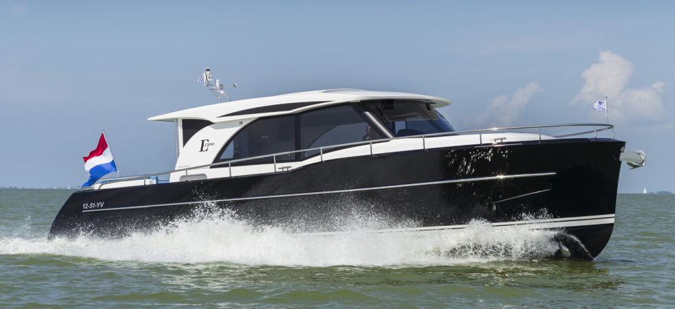 Elegant cruiser i stål och aluminium