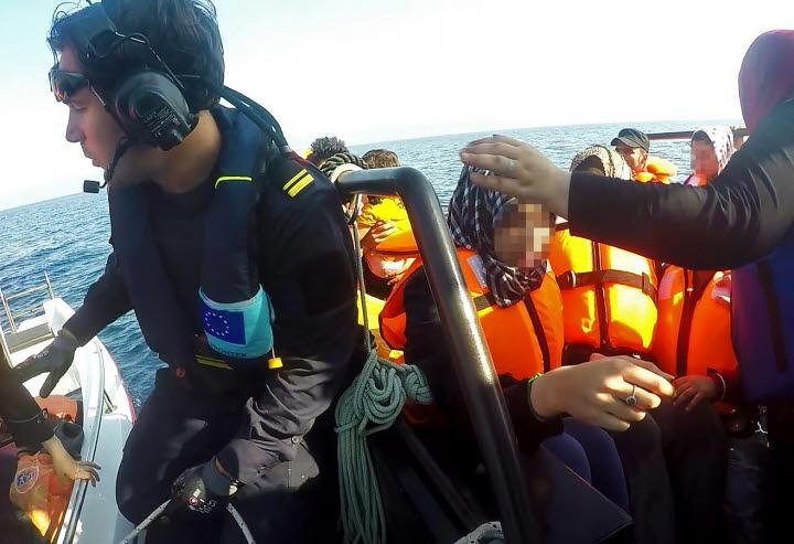 Kustbevakningen kvar på Lesbos året ut