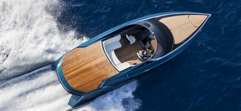 Premiär för Aston Martins nya muskelbåt