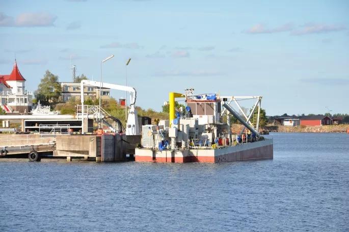 Nu startar saneringen av Oskarshamns hamn