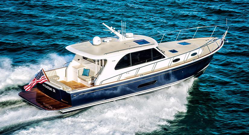 Lyxig cruisingbåt i klassisk stil