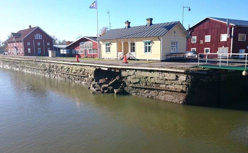 Kajras på Göta kanal i Sjötorp