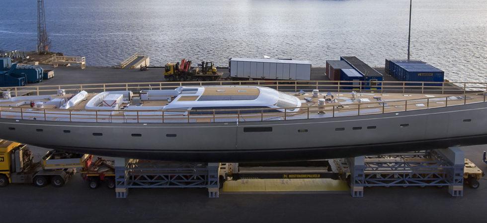 Baltic Yachts sjösätter största kolfiberbåten