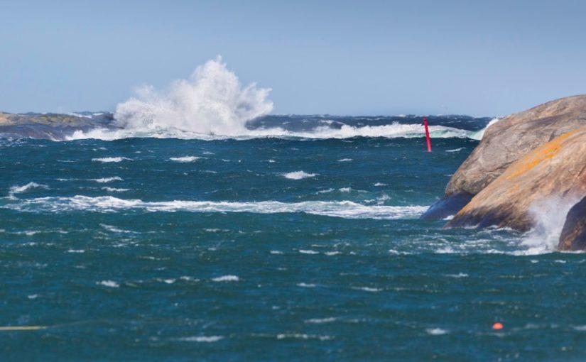 Första seglingsdagen uppskjuten på Marstrand