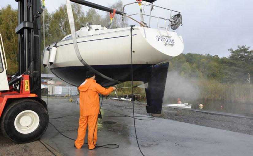 Så får du en giftfri båtbotten – nya rekommendationer från Transportstyrelsen