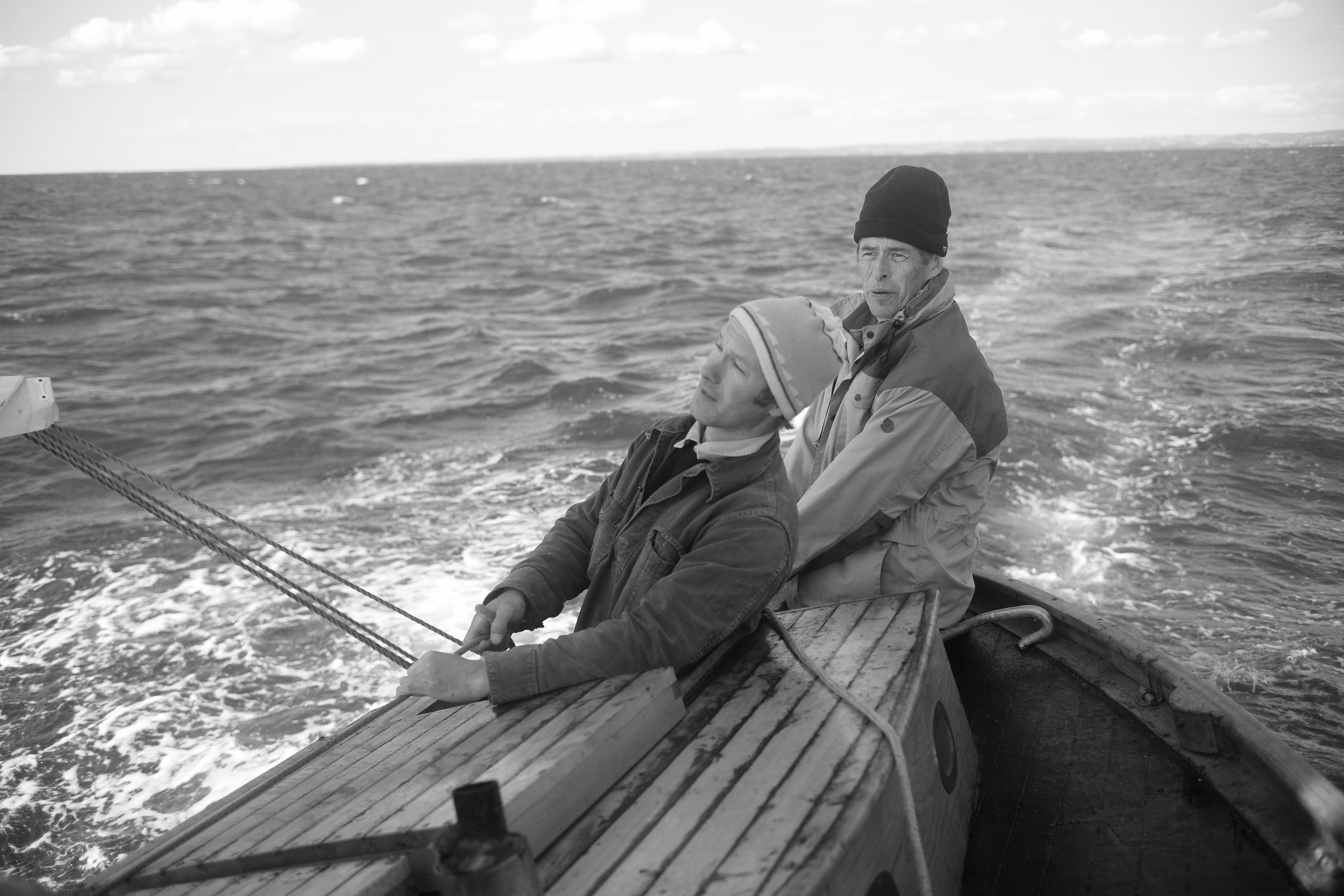 Här seglar Mathias Bessie med Erik Wallin som äger båten tillsammans med  sin bror Svante 757801b3405b3
