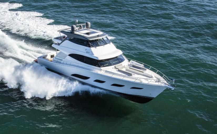 Lyxig 68 fots motoryacht från Riviera