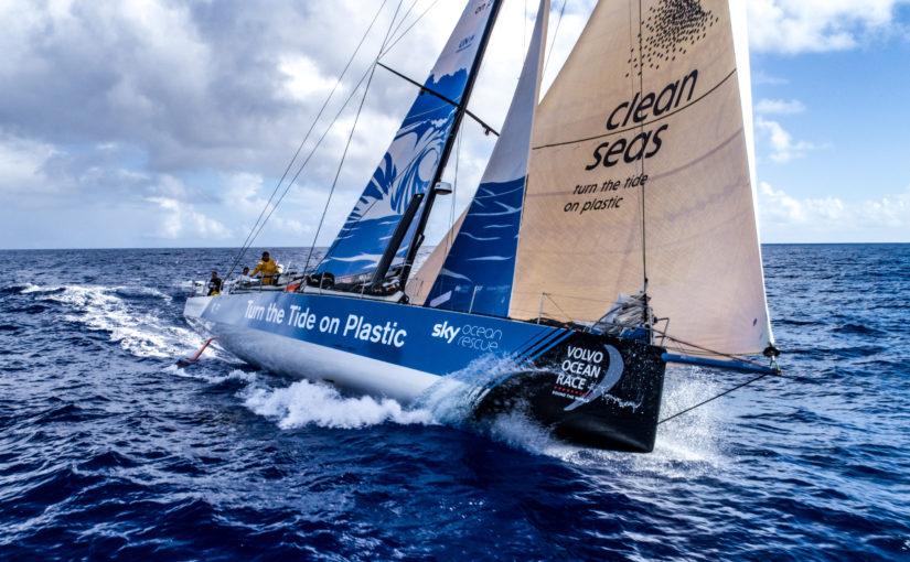Svenskbåten i ledning i Volvo Ocean Race