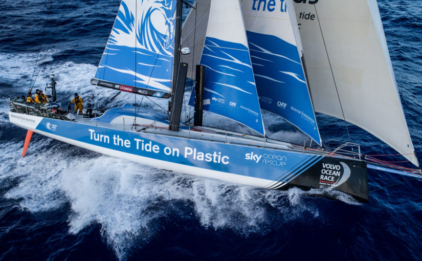 Volvo Ocean Race spurtar mot Newport