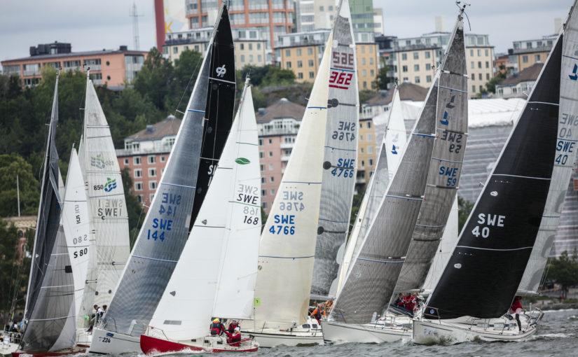 Folkfest på Skeppsholmen inför starten av ÅF Offshore Race