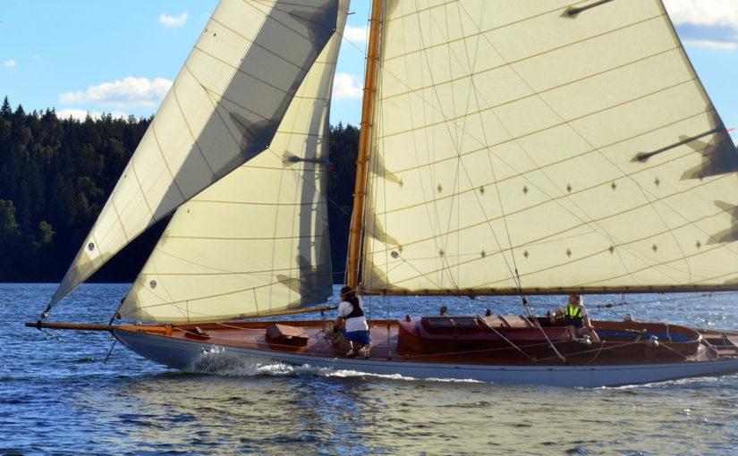 Hundraåriga segelbåtar i Mariefred