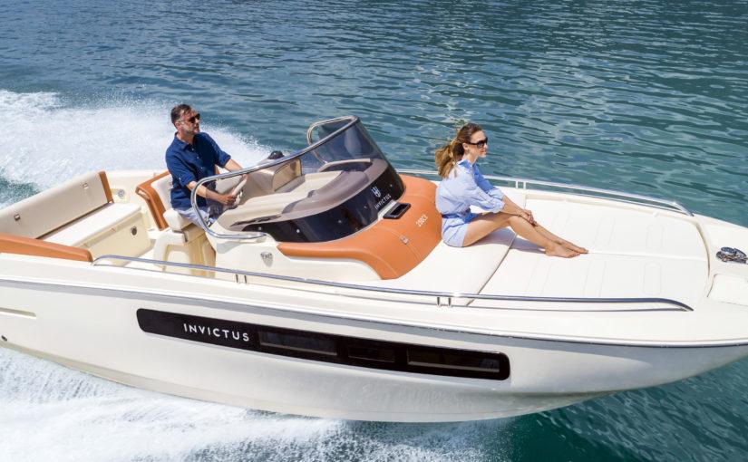 Italiensk solbåt med inombordare