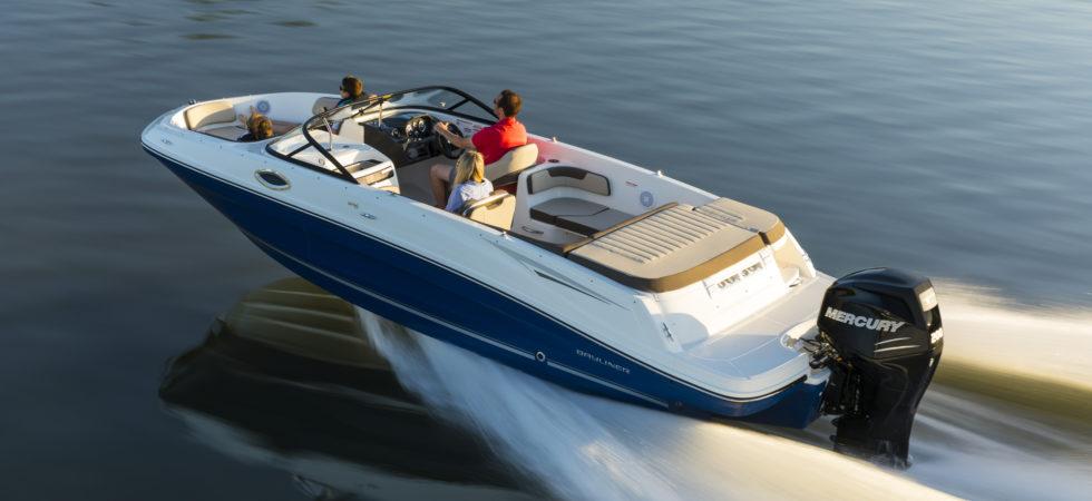 Bredsida med nya motorbåtar på Allt för sjön