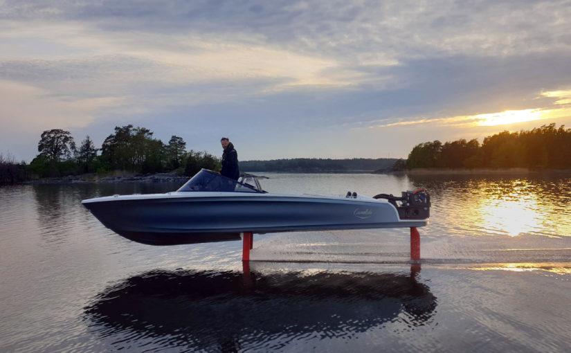 Candelas Speed Boat flyger i skärgården