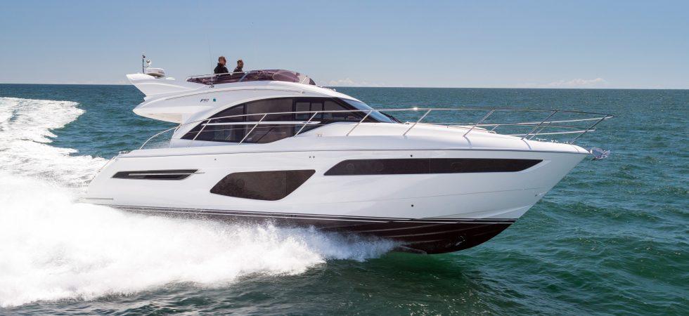Ny klassisk flybridgebåt från Princess Yachts