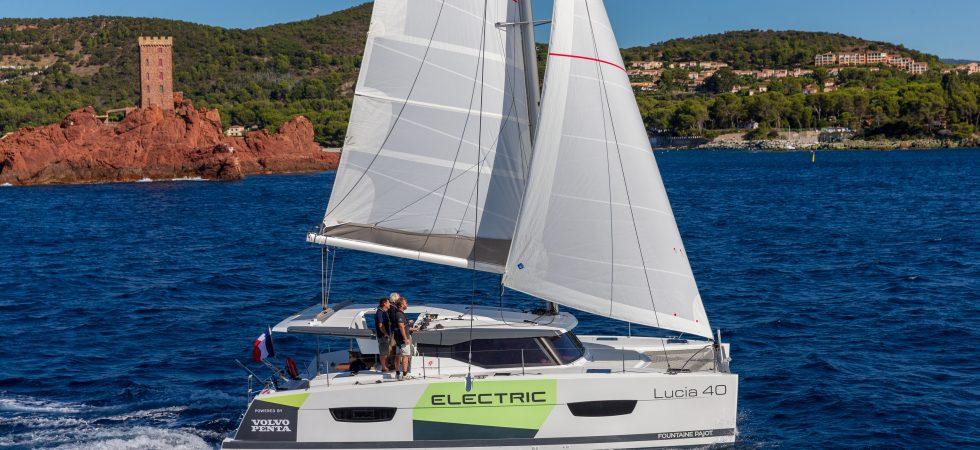 Eldriven segelbåt från Volvo Penta och Fountaine-Pajot i Cannes