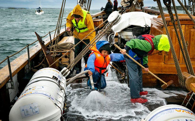 Kryssarklubbens Seglarskola erbjuder unga att komma ut på havet
