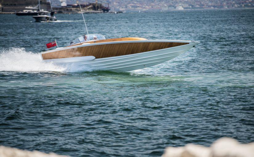 Nätauktion med extrema båtar och bilar