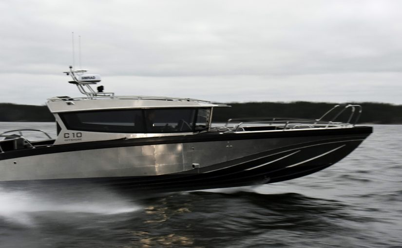 Offshorebåt med prestanda och komfort i överflöd